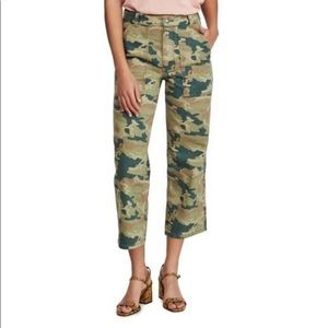 NWT. FREE PEOPLE Remy Camo Capris